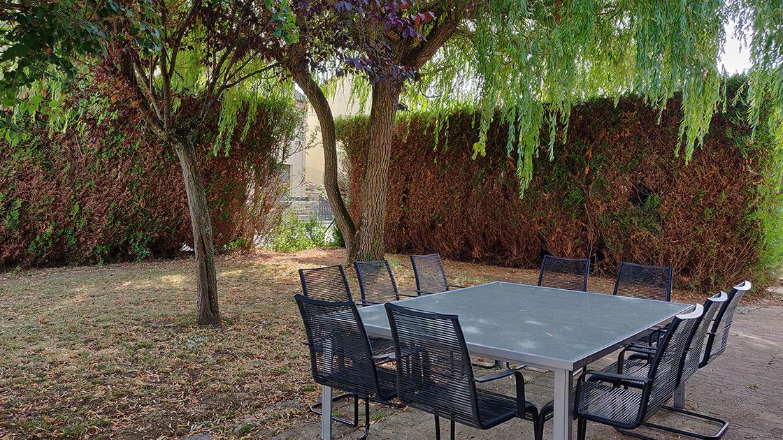 Jardin et terrasse de la maison du saule Rilly